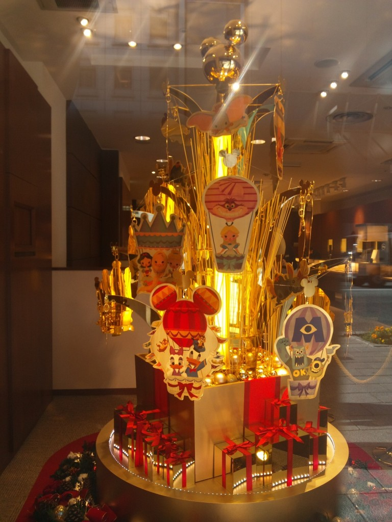 田中貴金属5億円のクリスマスツリー